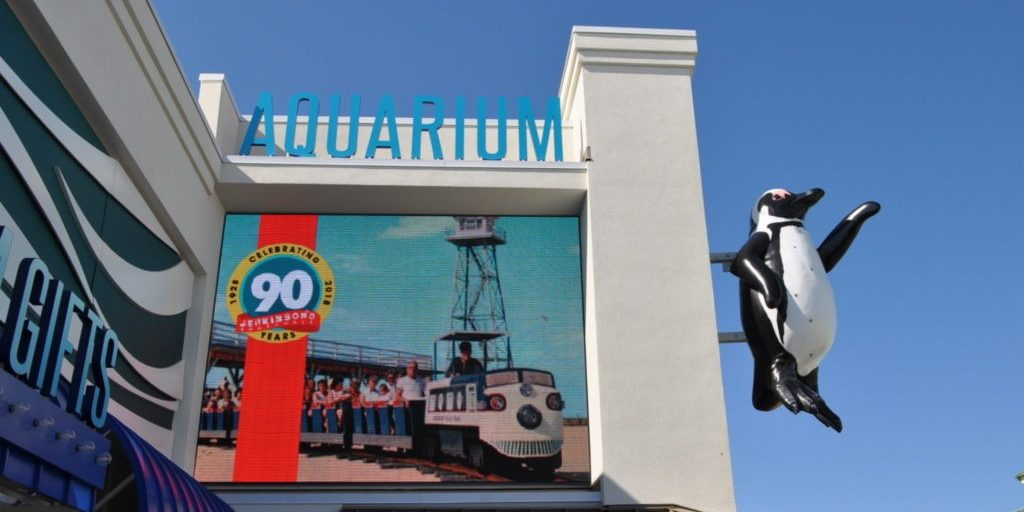 aquarium-sign